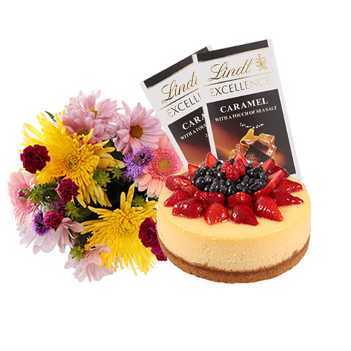 Strawberry Cheesecake with Flowers and Chocolate